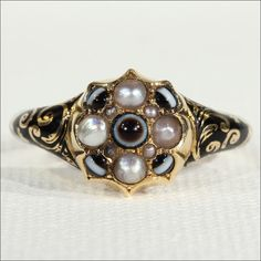 Exquisite Victorian Mourning Ring set with Pearls and Banded Agate in 18k Gold