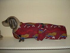 "NEW HANDMADE DOG COAT 16.5"" BURGUNDY,DOG DESIGN,FLEECE LINED,DACHSHUND SMALL DOGNEW HANDMADE DOG COAT 16.5"" BURGUNDY,DOG DESIGN,FLEECE LINED,DACHSHUND SMALL DOG"