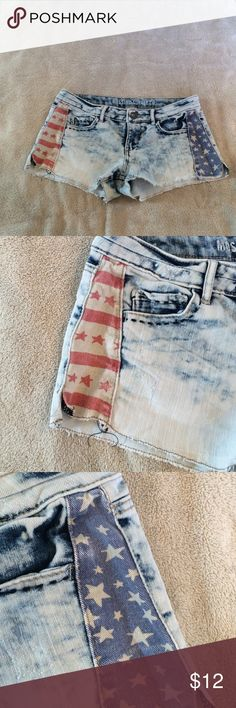 MOSSIMO SUPPLY COMPANY SHORTS! Distressed blue jean shorts with red/ blue star design on sides / zip front stitching on 2 front pockets /2rear pockets Mossimo Supply Co Shorts Jean Shorts