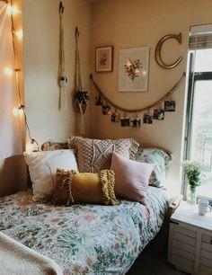 Cozy Dorm Room, Dorm Room Walls, Cute Dorm Rooms, Room Wall Decor, College Dorm Rooms, Living Room Decor, Bed Room, Living Rooms, College Girls