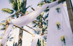 A paisagista Tais Puntel deixou este casamento iluminado com flores amarelas tanto na cerimônia, quanto na recepção.