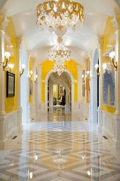 Someday when I have more hallways than I know what to do with, I'd like to have a hallway like this :-)