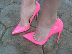 Pink pumps, arches, and great toe cleavage #highheelsextreme #redstilettoheels
