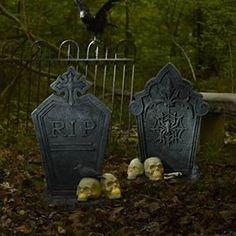 Halloween Decoration Ideas: An Eerie Frontyard