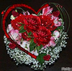 See the PicMix Benim PicMix belonging to on PicMix. Beautiful Red Roses, Beautiful Gif, Flowers Gif, Love Flowers, Wallpapers Tumblr, Animated Heart, Love You Gif, Hearts And Roses, Romantic Pictures