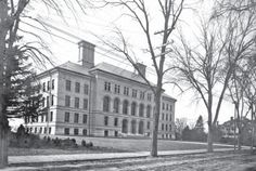 Coburn Hall in 1899 at the Lowell Normal School. Taken from Lower Merrimack: The Valley and Its Peoples. http://www.payscale.com/research/US/School=University_of_Massachusetts_(UMass)_-_Lowell_Campus/Salary