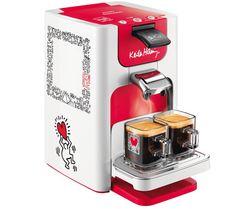 La cafetière Senseo Quadrante Keith Haring HD7860/21 de Philips est un appareil aux formes innovantes ! Son design réalisé par l'artiste américain Keith Haring représente des silhouettes joyeuses. Rien de mieux pour bien commencer la journée !