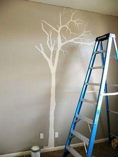 Souvent, quand on veut mettre de la couleur chez soi, on pense à la peinture, mais on imagine la plupart du temps peindre intégralement un ou plusieurs