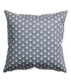 Katso! Tyynynpäällinen painokuvioitua puuvillatvilliä. Piilovetoketju. – Käy hm.comissa katsomassa lisää.