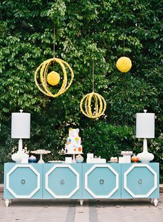 Love the indoors out and floating yellow orbs. Rue Magazine (May/June Styled by Mindy Weiss. Photographed by Elizabeth Messina. Mindy Weiss, Do It Yourself Wedding, Festa Party, Idee Diy, Party Entertainment, Painted Furniture, Modern Furniture, Wedding Furniture, Blue Furniture