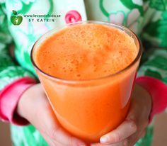 Rawfood carrot juice with apple & ginger