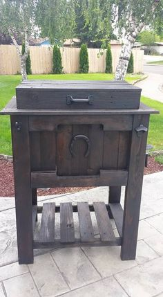 Dark Chocolate cooler box Deck Cooler, Pallet Cooler, Wood Cooler, Cooler Stand, Cooler Box, Pallet Projects, Woodworking Projects, Grill Cart, Cooler Designs
