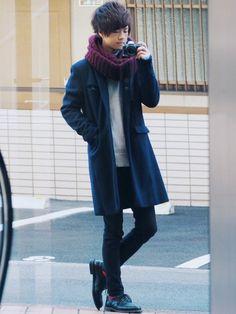 《サイズ》 coat:2 knit:2 pants:S ネイビーのチェスターコートを使ったコーデ�