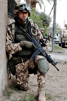 Photo Of The Day - time to go back in time to Operation Iraqi Freedom, where we look at an Estonian Soldier with a Galil SAR in mm. Military Special Forces, Military Love, Army Love, Military Weapons, Us Army, Military Aircraft, Imi Galil, Hellenic Air Force, Iraqi Army
