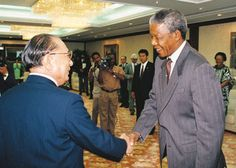 SGI President Daisaku Ikeda welcomes Nelson Mandela to Tokyo (October 1990)