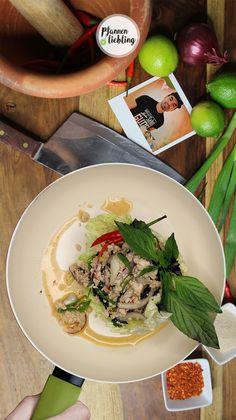 Laab ist ein lauwarmer Fleischsalat mit vielen frischen, asiatischen Kräutern, Chilis und Limettensaft.