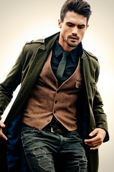 Like idea of casual waistcoat. Sharp Dressed Man, Well Dressed Men, Mode Masculine, Masculine Style, Fashion Mode, Look Fashion, Classy Mens Fashion, Rugged Fashion, Urban Fashion