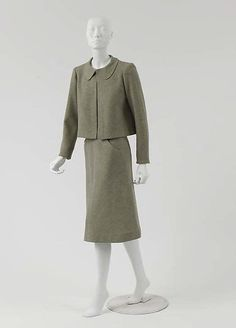 """Suit Design House: House of Chanel  (French, founded 1913) Designer: Gabrielle """"Coco"""" Chanel (French, Saumur 1883–1971 Paris) Date: 1936 Culture: French Medium: wool"""