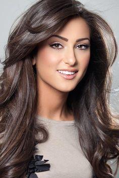 light brown hair and natural makeup