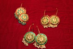 Earings with pearl drops..