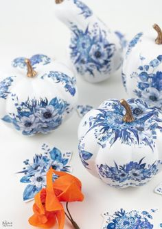 DIY Dollar Store Blue and White Porcelain Pumpkins – no painting skills necessar… - diy und selbermachen ideen Diy Pumpkin, Pumpkin Crafts, Fall Crafts, Halloween Crafts, Holiday Crafts, White Pumpkin Decor, Blue Pumpkin, Blue Crafts, White Decor
