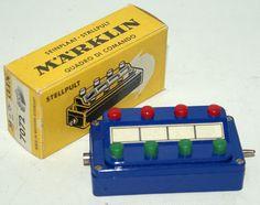 Vintage HO Scale 7072 MARKLIN Märklin M Track Control Circuit Divide Controller, yellow box