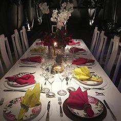 Jantar maravilhoso  com mesa maravilhosa @aparecidamirandaenxovais e anfitriã também maravilhosa. Noite perfeita. #olioliteam #jantarcomamigos #lifeisgood #lifestyle