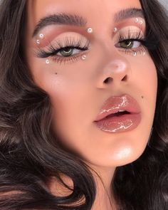 ✨ I never post close up shots like this but I love the way it shows off the products! Serving you some big angel energy?… in – Make Up for Beginners & Make Up Tutorial Cute Makeup Looks, Makeup Eye Looks, Eye Makeup Art, Gorgeous Makeup, Pretty Makeup, Hair Makeup, Witch Makeup, Clown Makeup, Eye Art