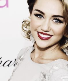 Not ever a Miley fan but that won't stop me from at least acknowledging she looks great here and I can't help but adore her makeup in this photo!