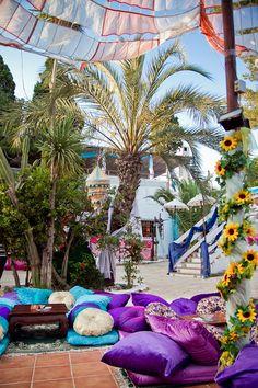 Las Dalias / marché de nuit lundi mardi à partir de 19h, mercredi soirée Namaste à partir de 21h, et samedi à partir de 10h
