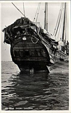 Stern of Arab dhow Zanzibar German East Africa, Horn Of Africa, British Indian Ocean Territory, Exotic Beaches, Military Photos, Beach Holiday, Tall Ships, Africa Travel, Beach Resorts