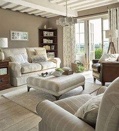 Traditional And Cozy Living Room Inspiration Ideas Decoration Cottage Living Rooms, My Living Room, Home And Living, Living Room Decor, Coastal Living, Country Living, Style At Home, Laura Ashley Living Room, Laura Ashley Sofa