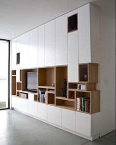 Kastwand - vakjes van boekenkast komen terug in tv-kast Modern Interior, Interior Architecture, Building Architecture, Kitchen Interior, Kitchen Decor, Home Furniture, Furniture Design, Built In Furniture, Modular Furniture