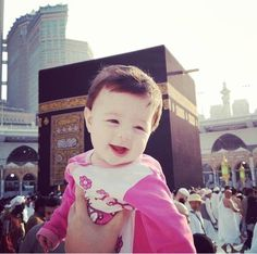 Masha'Allah!   A little cutie at the awesome Masjid Al Haram! <3
