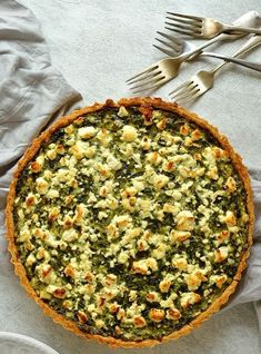 Spinach, ricotta and feta quiche - Crisp, parmesan shortcrust pastry filled with spinach, ricotta & feta cheese, all the flavours of spanakopita in a tart. Spinach Ricotta Pie, Spinach And Feta, Whole Food Recipes, Cooking Recipes, Healthy Recipes, Healthy Food, Greek Recipes, Spanakopita Recipe, Recipes