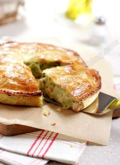 … The winter is always present and well present so to warm up, comfort and feast, nothing like a good gourmet pie. For pies, I have a preference for broken dough but you can use puff pastry …. Chicken And Leek Pie, Chicken Specials, Savory Tart, Savoury Pies, Love Food, Quiches, Breakfast Recipes, Brunch, Food Porn