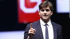 """Ashton Kutcher se enteró de la inquietante tendencia hace años luego de ver un especial en Dateline sobre los niños explotados en Camboya. Después investigar más sobre el tema, se dio cuenta de que esto no era algo geográficamente aislado. Sucedía """"mucho más cerca de casa de lo que me podría haber imaginado"""".  Él cofundó una organización sin ánimo de lucro con la intención de proteger a los niños que se encuentran en riesgo."""