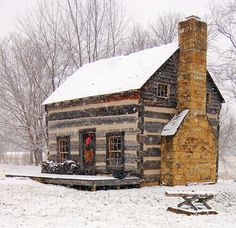 Daryl McMahon: Christmas - sweet little log home.