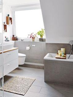 Bathroom Modern, komfortable und platzsparend sollte das Badezimmer der Familie Schlabinger sein und mit dem Resultat sind sie mehr als zufrieden.