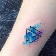 Tatuajes de valknut o nudo de la muerte: significado y diseños Red Tattoos, Mini Tattoos, Body Art Tattoos, Tatoos, Dj Tattoo, Arm Band Tattoo, Simplistic Tattoos, Unique Tattoos, Family Tattoos