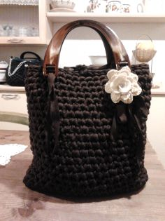 Silvia's bags, brown crochet bag/borsa in fettuccia, manici tartaruga in plexiglas.