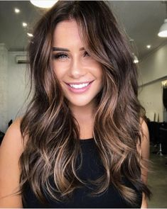 Why fall in the rut of same hair color? Be trendy and join the rage of Balayage hair colors. Add dimension to your hair color with awesome Balayage highlights.The balayage color technique is awesome. Subtle Balayage, Balayage Hair Brunette Long, Balayage Color, Dark Brown Hair With Highlights Balayage, Caramel Balayage Brunette, Dark Hair Balyage, Subtle Ombre Hair, Brown Balyage, Ombre Hair