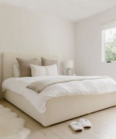 Room Ideas Bedroom, Bedroom Inspo, Home Decor Bedroom, Bedroom Furniture, California King Headboard, Minimalist Room, New Room, House Rooms, Room Inspiration