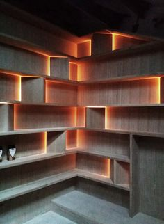 London residence by Atelier Chang. Photos courtesy of Atelier Chang – furniture Corner Shelf Design, Wall Shelves Design, Display Shelves, Diy Shelving, Corner Shelves, Home Interior Design, Interior Decorating, Diy Furniture, Furniture Design