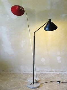 Italian modern interior design - Italian modern floor lamps with adjustable stem, brass structure and marble base, 1950 c.a., Stilux - Lampade da terra italiane anni 50 con cappello orientabile in metallo smaltato, stelo allungabile in ottone e base di marmo, Stilux - www.capperidicasa.com