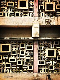 Abreu, Santos e Rocha Building, Maputo, Mozambique, 1955 Amazing Architecture, Architecture Details, Modern Architecture, Building Skin, Building Structure, Maputo, Concrete Block Walls, Paving Pattern, Interesting Buildings