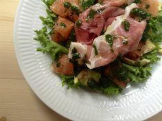 Sommersalat m/ parmesan , grapefrugt og grøn pesto