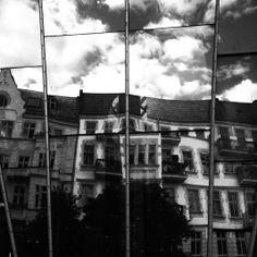 #youdontknowdoyou #Berlin #Subway #ubahn #underground #Streets #Streetart #Photography #Streetphotography #Graffiti #endless #BlackandWhite #mirror #reflect