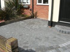image of a driveway completd in circle pattern using a classico block