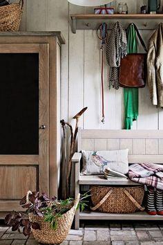 Home interior design 2012 interior design designs home design Home Design Living Room, Family Room Design, Log Home Decorating, Interior Decorating, Decorating Ideas, Modern House Design, Modern Interior Design, British Country Style, Flur Design